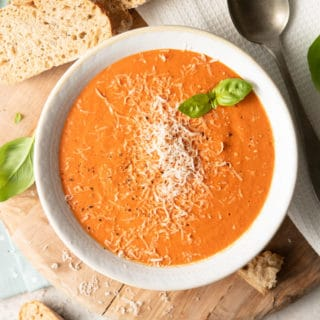 Easy Tomato and Roasted Red Pepper Soup