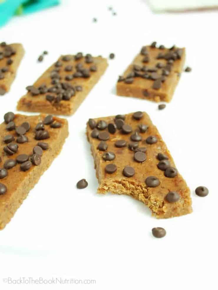 Peanut butter chocolate chip energy bars make a super easy and healthy breakfast or snack, and are way cheaper than Larabars! Gluten free, dairy free | Back To The Book Nutrition